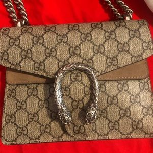 Small Gucci shoulder bag , used , damaged button